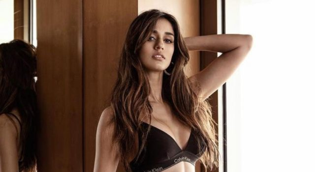 Disha patani looks stunning in black bikini - see