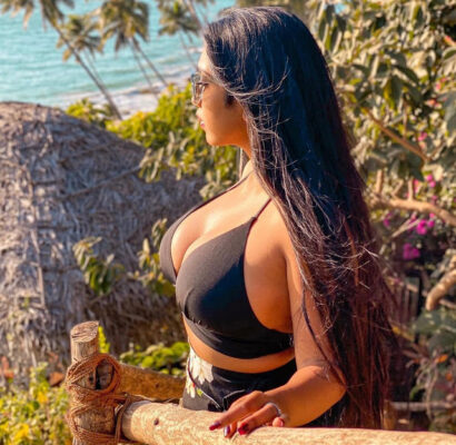 Scarlett rose turns up the heat with her bewitching pictures