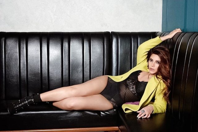 9 Sensuous Pictures Of Shama Sikander is Turning sup The Heat [SEE]