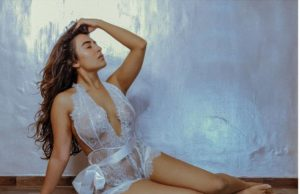 jinal joshi Turns Up The Heat in White Monokini While She Flaunts Her Curves