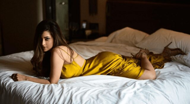 Look how Riya Sen is Flaunting Her Sexy Body on bed