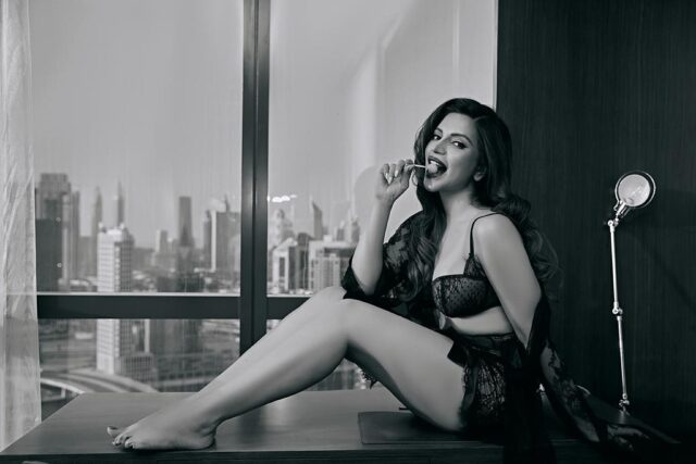 7-unseen-pictures-of-shama sikander-will-blow-your-mind