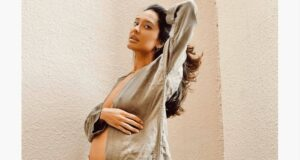 pregnant-lisa-haydon-flaunts-her-baby-bump-in-latest-viral-picture