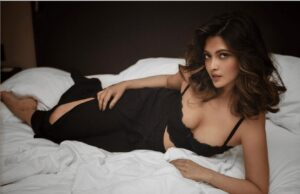 riya Sen shows off her hot back in this sizzling picture