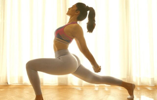 Jacqueline Fernandez's Workout Pic Is Winning The Internet [SEE]